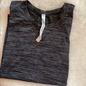 Lululemon T-shirt brand new condition